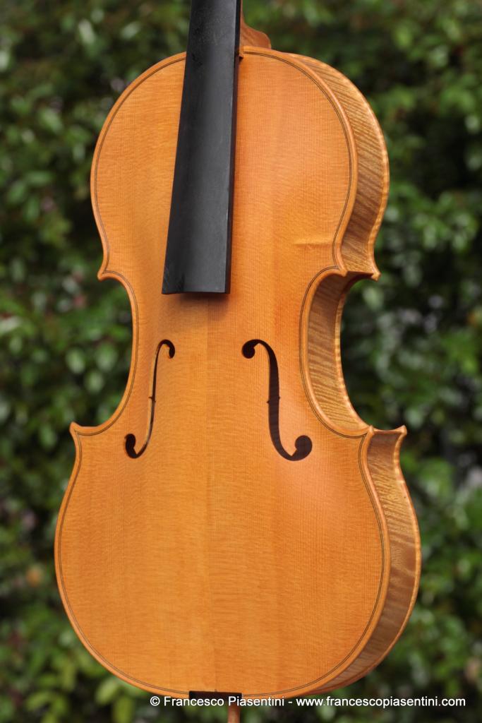 Prima mano di vernice, viola modello Amati liutaio Francesco Piasentini Padova